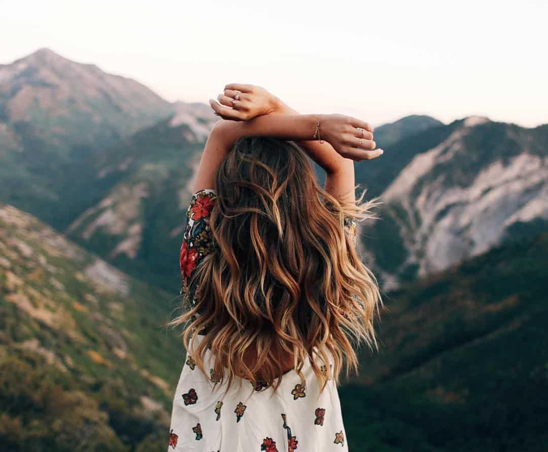 Chica en las montanas