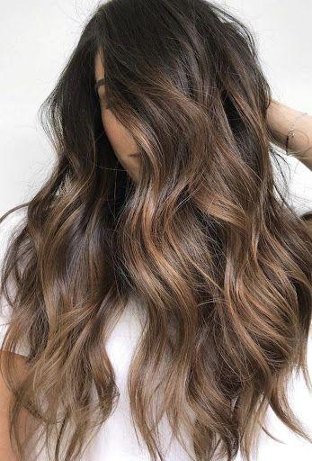Chica con cabello con mechas